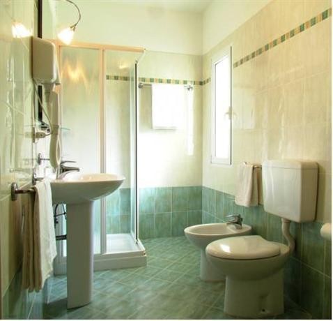 Risultati immagini per hotel oasi lignano